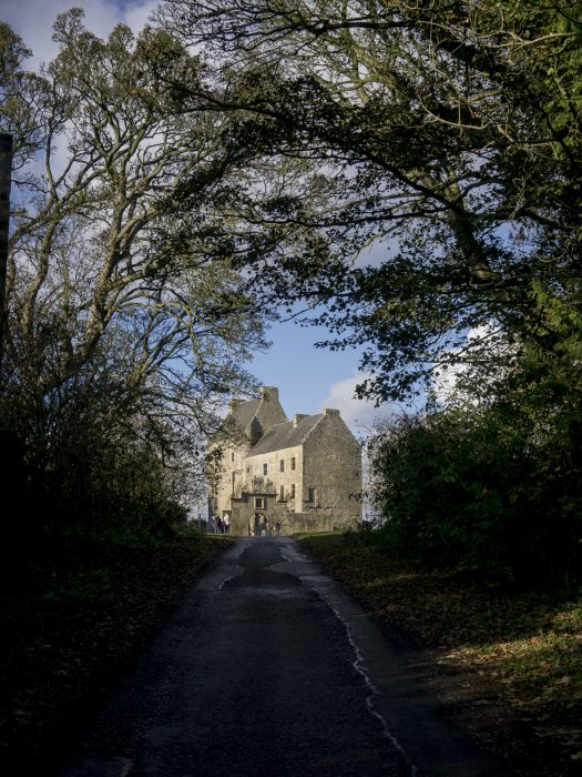 scozia on the road midhope castle