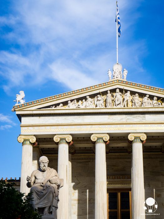 edificio accadermia atene statua socrate